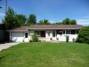 PINE FALLS FAMILY HOME WITH FINISHED BASEMENT/FENCED YARD