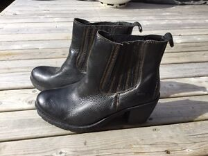 Born ladies black boots size10