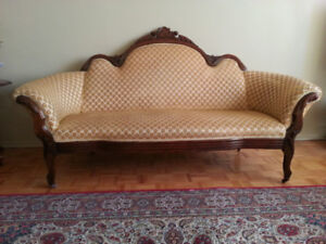 Antique sofa set, small table & two lamps for sale.
