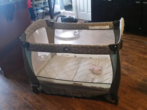 Graco Playpen / play yard