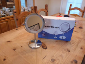 Tabletop lighted makeup 10x mirror