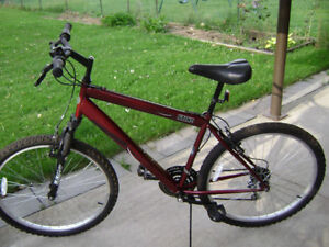 Mongoose Sting Mountain bike in very good condition.