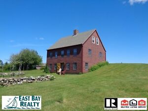 Renovated waterfront farmhouse, just 2 hours from Halifax!