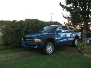 2000 Dodge Dakota sport,king cab, 1150$.,819-292-1530,michel