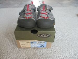Keen sandals size 6, barely worn
