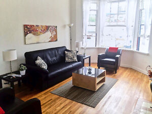 Almost SEASIDE, Lower Lonsdale, NORTH VANCOUVER 1 Bedroom Apt.