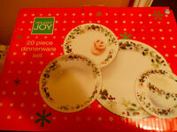 20 pc Dinnerware Set - Holiday Joy -