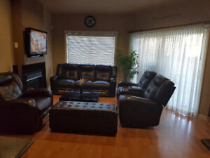 Upper level of house 3 bedroom and 2.5 washroom for $2600