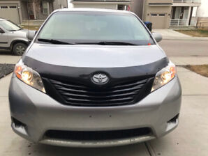 2013 TOYOTA SIENNA WITH VERY LOW MILAGE