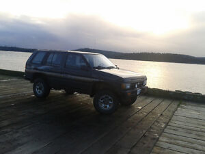 1995 Nissan Pathfinder Modded and Lightly Rolled