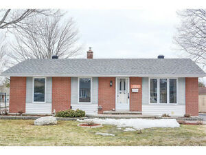 Beacon Hill North - Bright Detached Home w/ Large Yard+Deck!!!