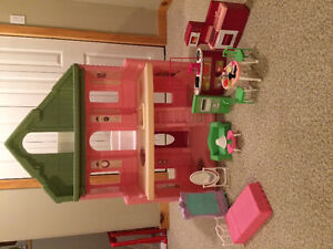 Barbie Doll House and Accessories *New price