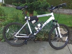 8 Speed Agressor Hybrid Bike SR Suntour 012 Series