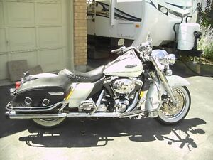 Beautiful Pearl White 2002 Harley Davidson Road King Classic Stratford Kitchener Area image 4