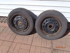 2 pneus Hiver, Clasic 185/65R14 M&S, Jante Saturn SC1 2002 Saguenay Saguenay-Lac-Saint-Jean image 1