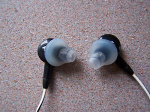 3 pairs of replacement silicone earbud tips for the Bose H-phone