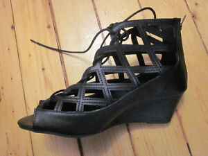 Women's wide width lace-up wedges, size 10W Kitchener / Waterloo Kitchener Area image 4