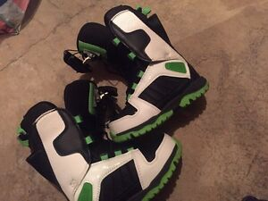 Sims boys snowboard boots - size 2