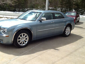 2009 Chrysler 300C..ONLY 78K..LUXURY & POWER..SHOWROOM COND
