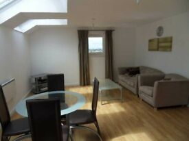 FELTHAM TW13 - PENTHOUSE 2 DOUBLE BEDROOM FLAT TO LET