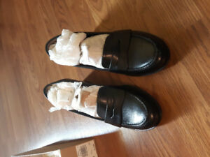 Ladies size 8M black leather shoes by Naturalizer