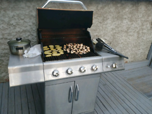 Stainless still barbeque with side burner
