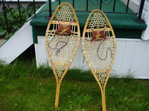 Snow Shoes Like New Size 14X42