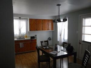 5 1/2 3e étage chauffé à limoilou (refait à neuf) 1 mois gratuit
