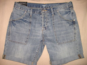 NEW WITH TAGS GAP DENIM BOYFRIEND SHORTS, SIZE 4