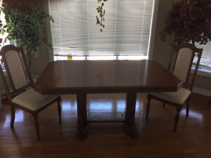 Oak table with 6 upholstered dining chairs