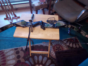 CAMO COMPOUND BOW- GRAPHITE-( USA SPIRITE) 50-60 DRAW-150.00