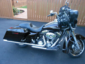 2011 STREET GLIDE 103/ABS/SECURITY MERLOT SUNGLO