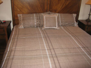 DUVET COVER- ALMOST NEW