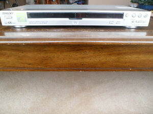 Sony CD/DVD Player (DVP-NS725P) Complete With Remote Control Windsor Region Ontario image 4