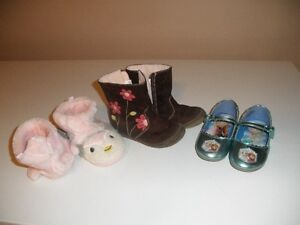 Toddler shoes - size 8-9