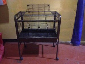 SMALL ANIMAL CAGE ON WHEELS