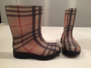 kids burberry rain boot size 8