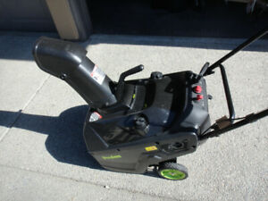 Poulan P521 Gas Snowblower