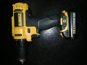 Dewalt 12v cordless drill with 2x batteries,charger carrying bag