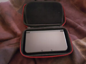 New Nintendo 3ds XL w/ Case & 2 Games