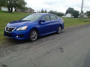 2014 Nissan Sentra SR Sedan- FULLY LOADED - LOW KMS!!