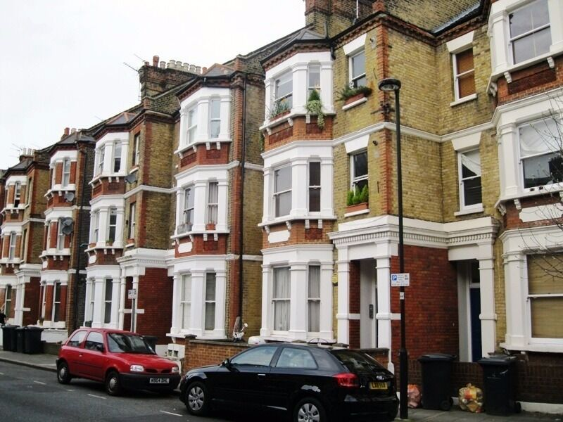 BEAUTIFUL 2 BED - OVAL **DEAL**