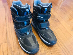 Boys Geox winter boots, size 5.5 (US)  barely worn, excellent!