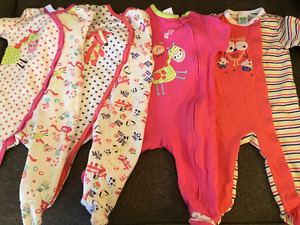 Lots of 9-12 months clothes  /  Lots de vetements 9-12 mois