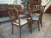 French provincial dining table with 2 leafs and chairs