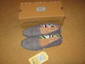 New pair Toms womens shoes.... Size 5 St. John's Newfoundland image 1