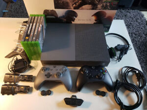 Xbox One S 500 GB 5 games Energizer Charging Stand 2 Controllers