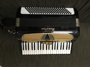 Hohner maestro accordion