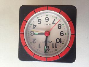 Travel alarm clock battery powered