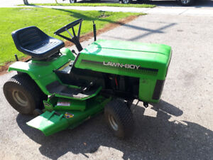 Lawnboy LT 12 riding Lawn Tractor